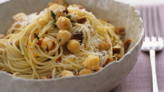 Rezept: Spaghetti mit Kichererbsen und Mandeln